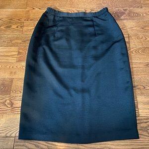 Vintage black pencil skirt in size 40